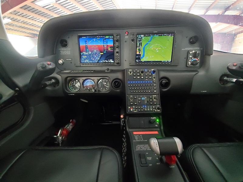 N333LN Cirrus SR20 Panel
